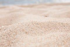 Зашкурьте конец-вверх, текстуру песка, пустой пляж, солнечный день, Стоковые Фотографии RF