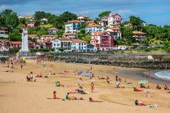 Зашкурьте пляж в баскском городке Saint-Jean-de Luz, Франции Стоковые Фото