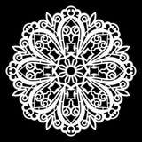 Зашнуруйте вокруг бумажного doily, кружевной снежинки, приветствуя элемент, шаблон для резать прокладчика Стоковая Фотография RF