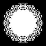 Зашнуруйте вокруг бумажного doily, кружевной снежинки, приветствуя элемент, шаблон для резать Стоковая Фотография RF