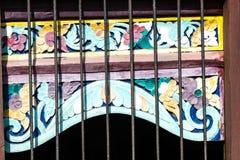 Заштукатурьте отливать в форму, картины, флористические дизайны, древний храм, страна Чиангмая, Таиланда Стоковые Фото