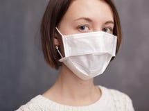 Защита против вирусов и бактерий во время эпидемии гриппа Стоковая Фотография