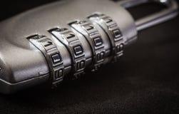 Защита секретности пароля ключа замка пусковой площадки шифрования, темный тон стоковые фото