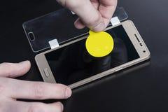 Защитное стекло на smartphone Стоковое фото RF
