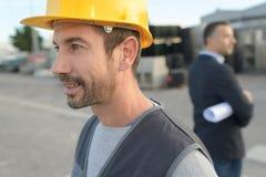 Защитный шлем рабочего класса профиля нося Стоковое Изображение RF