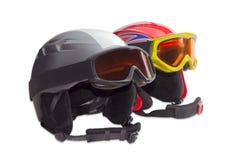 2 защитных шлем лыжи и изумлённого взгляда лыжи Стоковое Изображение
