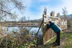 Защищать барьер для birdwatching, болото Brabbia, провинция Варезе, Италии стоковые фотографии rf