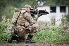 Защищая солдат стоковая фотография