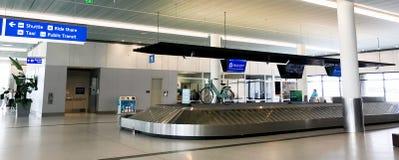 Заявка багажа на международном аэропорте Чарлстона стоковое изображение rf