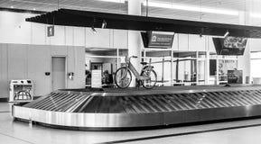 Заявка багажа на международном аэропорте Чарлстона стоковые изображения rf