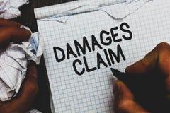 Заявка повреждений текста почерка Компенсация требования смысла концепции судится человек костюма файла страхования держа тетрадь стоковые изображения rf