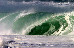задавливать волну берега океана Гавайских островов северную Стоковые Изображения