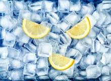 Задавленные лед и лимон стоковые изображения