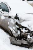 Задавленный автомобиль в зиме стоковая фотография rf
