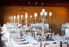 Зала приема по случаю бракосочетания с украшенными таблицами Стоковое Фото