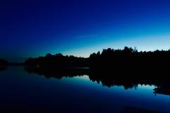 за валами 2 захода солнца лета сосенки стоящими Стоковое фото RF