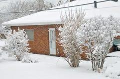Задворк и новый упаденный снег Стоковое Изображение RF