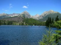 за высокими tatras strbske Словакии pleso озера Стоковое Фото