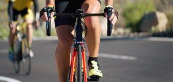 Задействуя конкуренция, спортсмены велосипедиста ехать гонка Стоковое Изображение