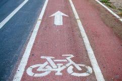 Задействуя дорожные знаки и маркировки Стоковые Изображения