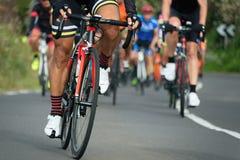 Задействуя спортсмены велосипедиста конкуренции ехать гонка Стоковые Изображения RF