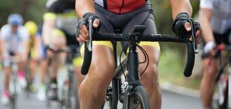 Задействуя спортсмены велосипедиста конкуренции ехать гонка Стоковые Изображения