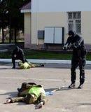 Задержание вооруженных преступников стоковое фото