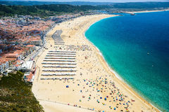 за запачканным смычком шлюпки скалы детализируют деревянное sitio Португалии nazare маяка традиционное стоковое изображение rf