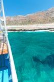 Залив и пассажирский корабль Balos. Взгляд от острова Gramvousa, Крита в Греции. стоковая фотография rf
