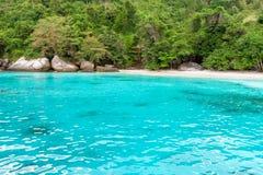 Залив и пляж медового месяца в острове Similan, Таиланде Стоковые Фотографии RF