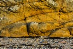Залив, камешки и утес Hopeman. Стоковое Изображение