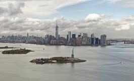 Залив Манхаттана и остров свободы, Нью-Йорк, США Стоковое фото RF