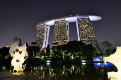 Залив Марины зашкурит курорт на ноче Сингапур Стоковые Изображения RF