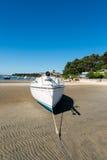 Залив Arcachon, Франция, приставает к берегу во время отлива стоковые изображения