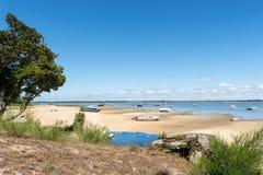 Залив Arcachon, Франция, пляж около фретки крышки Стоковые Фотографии RF