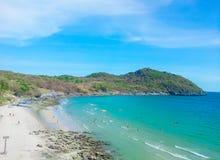 Залив Assadang на острове Sichang, Таиланде Стоковые Фото