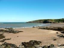 Залив Cemaes, Anglesey, Уэльс Стоковые Фото