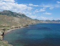 Залив Chalki Чёрного моря и горы Echki-Dag, Крыма Стоковые Фото