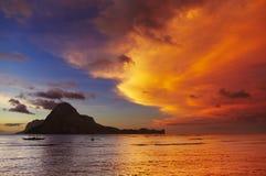 Залив El Nido, заход солнца, Филиппины стоковое фото