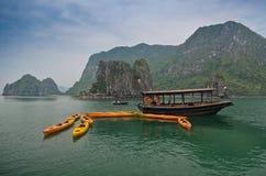 Залив Halong, Вьетнам Стоковые Фотографии RF