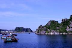 Залив Halong стоковые фотографии rf
