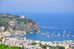 залив Ischia Италии ameno lacco стоковая фотография rf