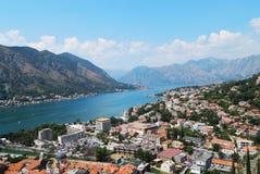 Залив Kotor, горы, море, день, ландшафт Стоковые Изображения RF