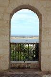 Залив Melieha, Мальта через свод церков Стоковое Фото