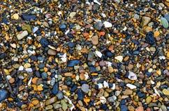 Залив Romanovka Primorsky Krai, утесы поднятые морем, летом на горячий день, текстура естественного камня очень красив Стоковые Фотографии RF