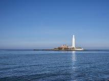 Залив Whitley маяка St Mary Стоковое Изображение RF