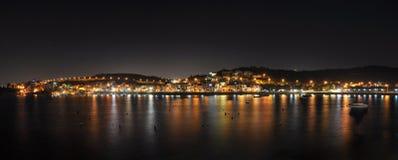 Залив Xemxija на ноче Стоковые Фото
