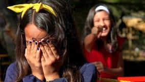 Задира дразня сиротливого ребенка сток-видео