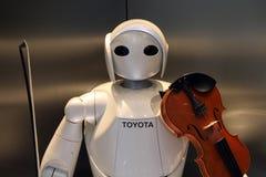 За исключением автомобилей, Тойота также развивает роботы гуманоида, которые даже c стоковые фото