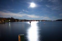 Залитый лунным светом залив Стоковые Изображения